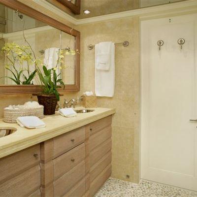 Perle Bleue Yacht Twin Bathroom