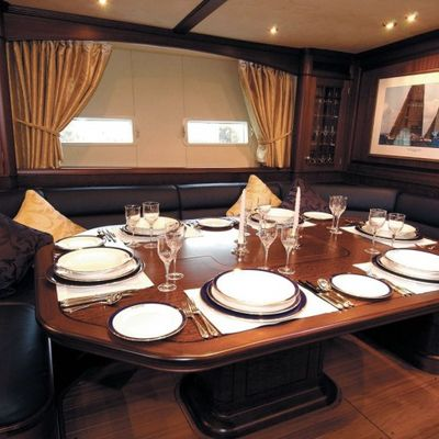 Sojana Yacht Dining Table