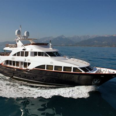 African Queen Yacht Running