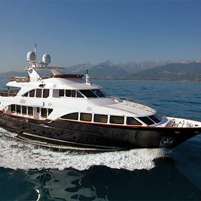 African Queen Yacht Running