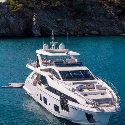 Akama Yacht