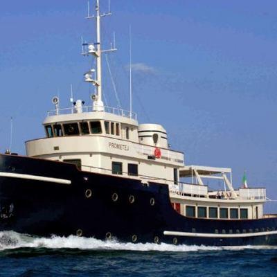 Prometej Yacht Running Shot
