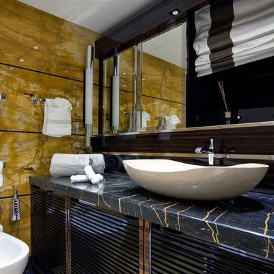 Seven S Yacht Bathroom