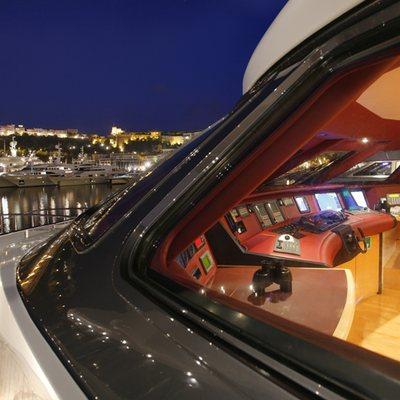 Daloli Yacht View into Bridge