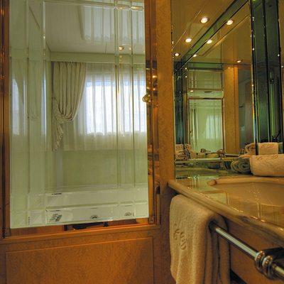CD Two Yacht Guest Bathroom