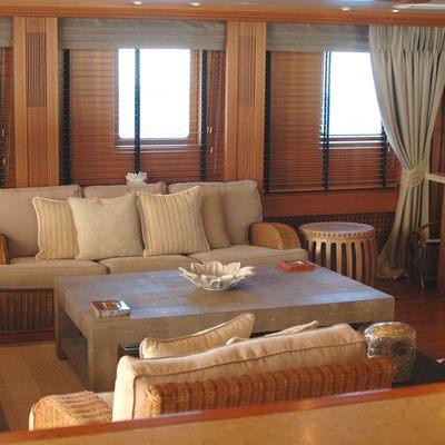 Esmeralda Yacht Veranda Lounge
