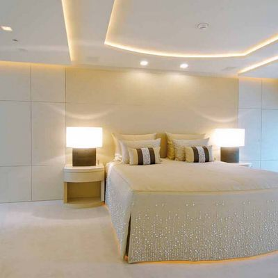 Siren Yacht Main Stateroom - Bed