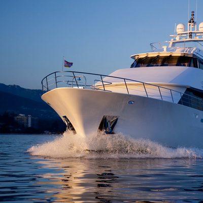 Liquidity Yacht Running Shot - Forward