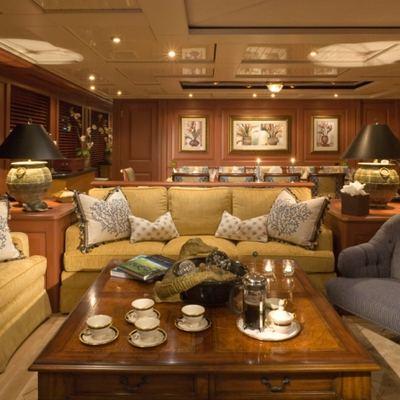 Queen D Yacht Salon - Forward