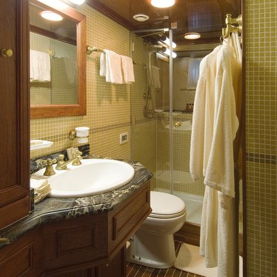 Seagull II Yacht Ensuite