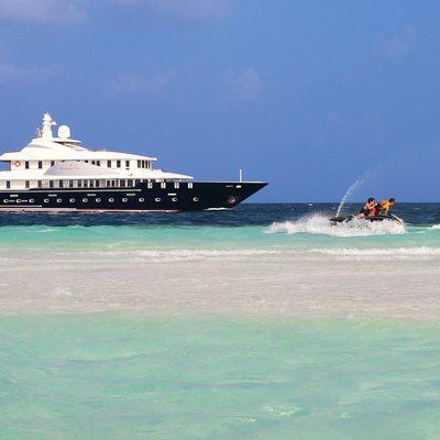 Dhaainkan'baa Yacht Jet Skis