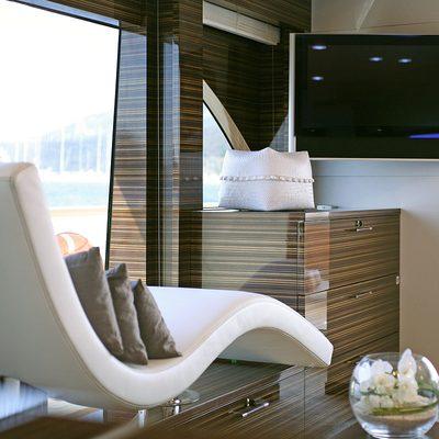 Gems II Yacht Salon - Lounger