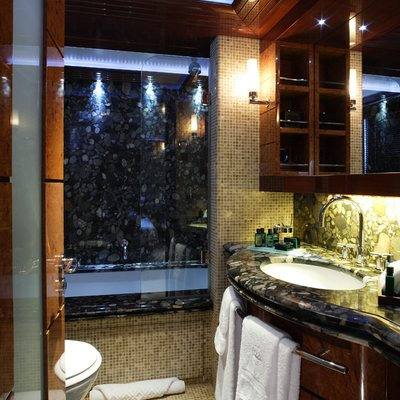 Talisman Maiton Yacht Guest Bathroom