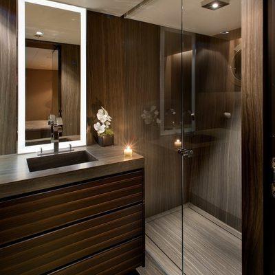 Odessa Yacht Queen Bathroom