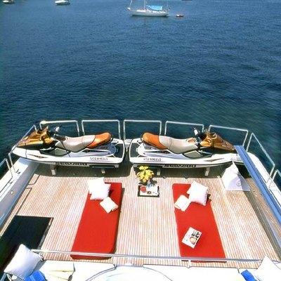 Wheels I Yacht Jacuzzi & Sundeck