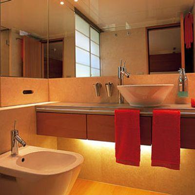 Phoenix Yacht Bathroom