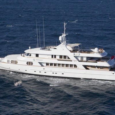 Azul V Yacht Running Shot - Profile