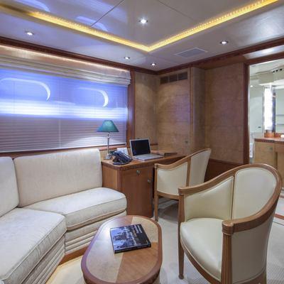 Lady Ellen II Yacht VIP Stateroom - Sitting Area