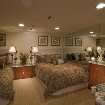 Golden Compass Yacht Twin Stateroom