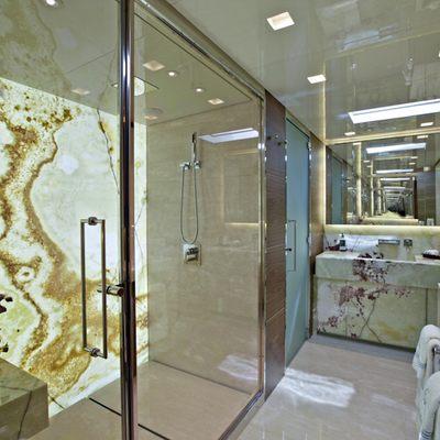 Tesoro Yacht Master Bath