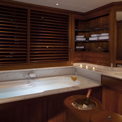 Luna Yacht Master Bathroom