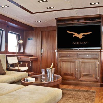 Aiglon Yacht Main Salon - Screen