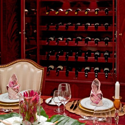 Bellami.Com Yacht Dining Salon - Wine Store