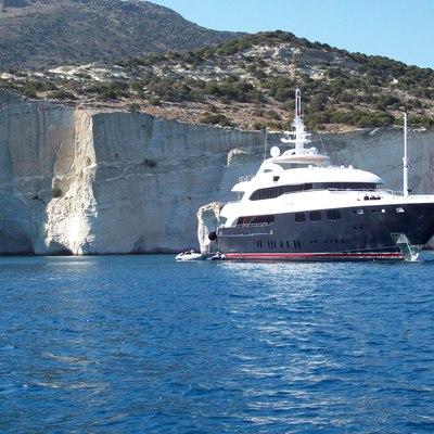 O'Neiro Yacht Front View