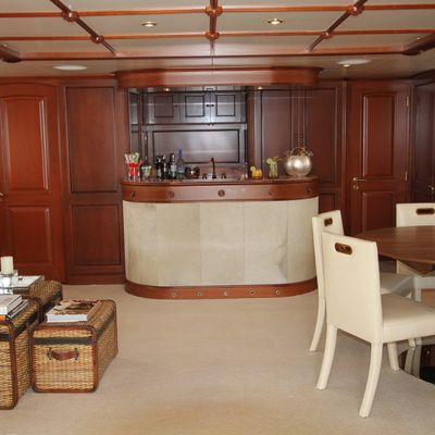Brunello Yacht Sky Lounge 1