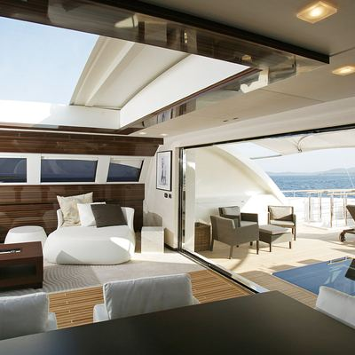 Gems II Yacht Skylounge