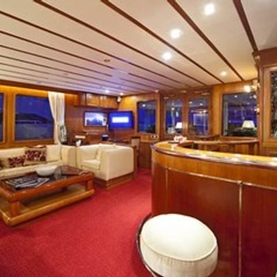 5 Fishes Yacht Salon & Bar