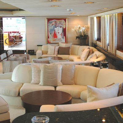 Esmeralda Yacht Salon - Port