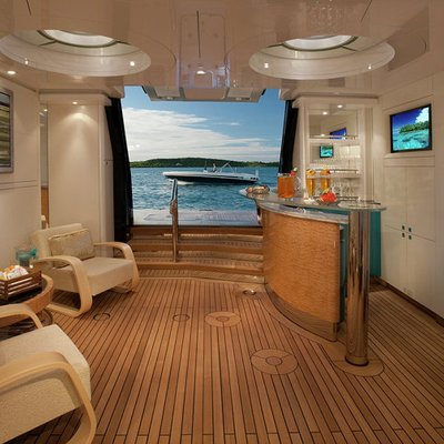 Sycara V Yacht Beach Club - Interior