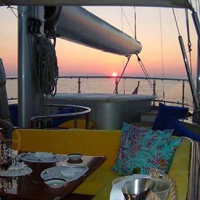 Andromeda la Dea Yacht Flybridge Dining