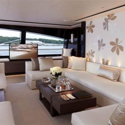 Twizzle Yacht Main Salon