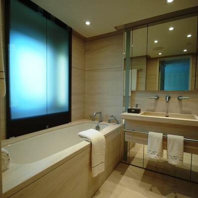 Siren Yacht Guest Bathroom