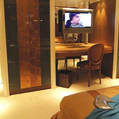 Elegant 007 Yacht Guest Stateroom - TV