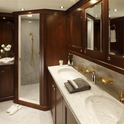 Axantha II Yacht Master stateroom - Shower