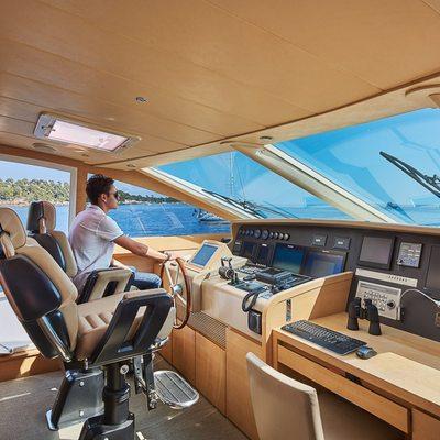Hummingbird Yacht