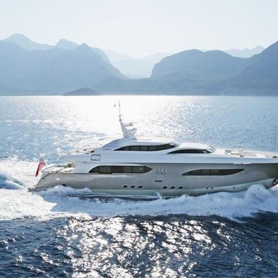 Namaste 8 Yacht Running Shot - Side View