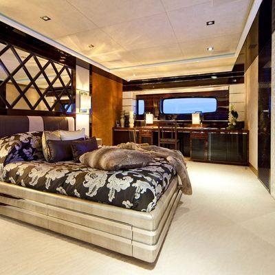 Manifiq Yacht Master Stateroom