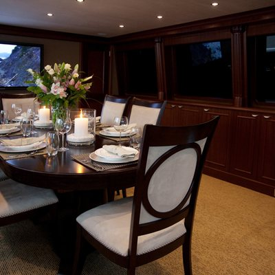 Liquidity Yacht Dining Table