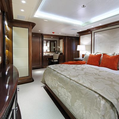 Seanna Yacht Red Guest Stateroom - Bed