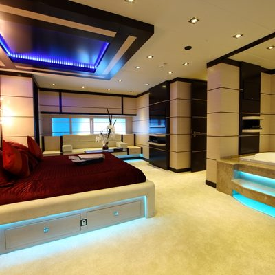 Perla del Mare Yacht Red Stateroom - Side