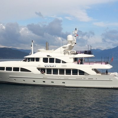 Quest R Yacht