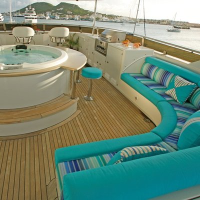 Queen D Yacht Flybridge