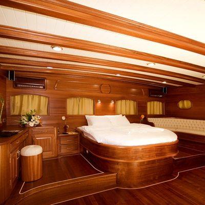 Take It Easier Yacht Master Stateroom - Raised Area