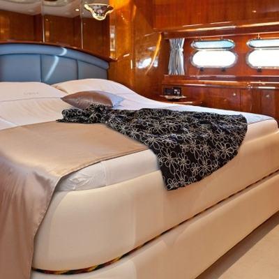 Lona Yacht