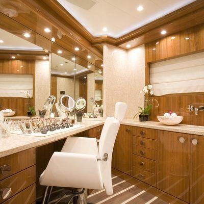 Alfa Nero Yacht Treatment Room