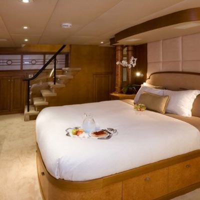 Daydream Yacht Master Stateroom - Stairs